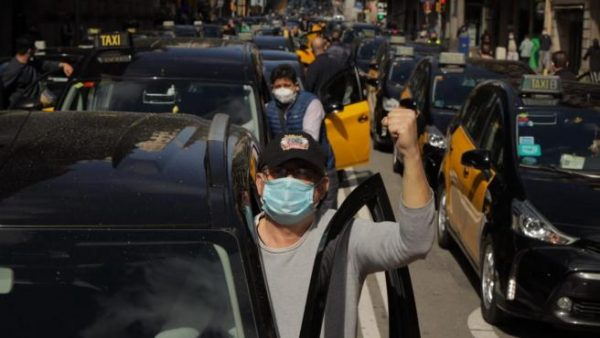 Taxistas de Barcelona contra el regreso de Uber
