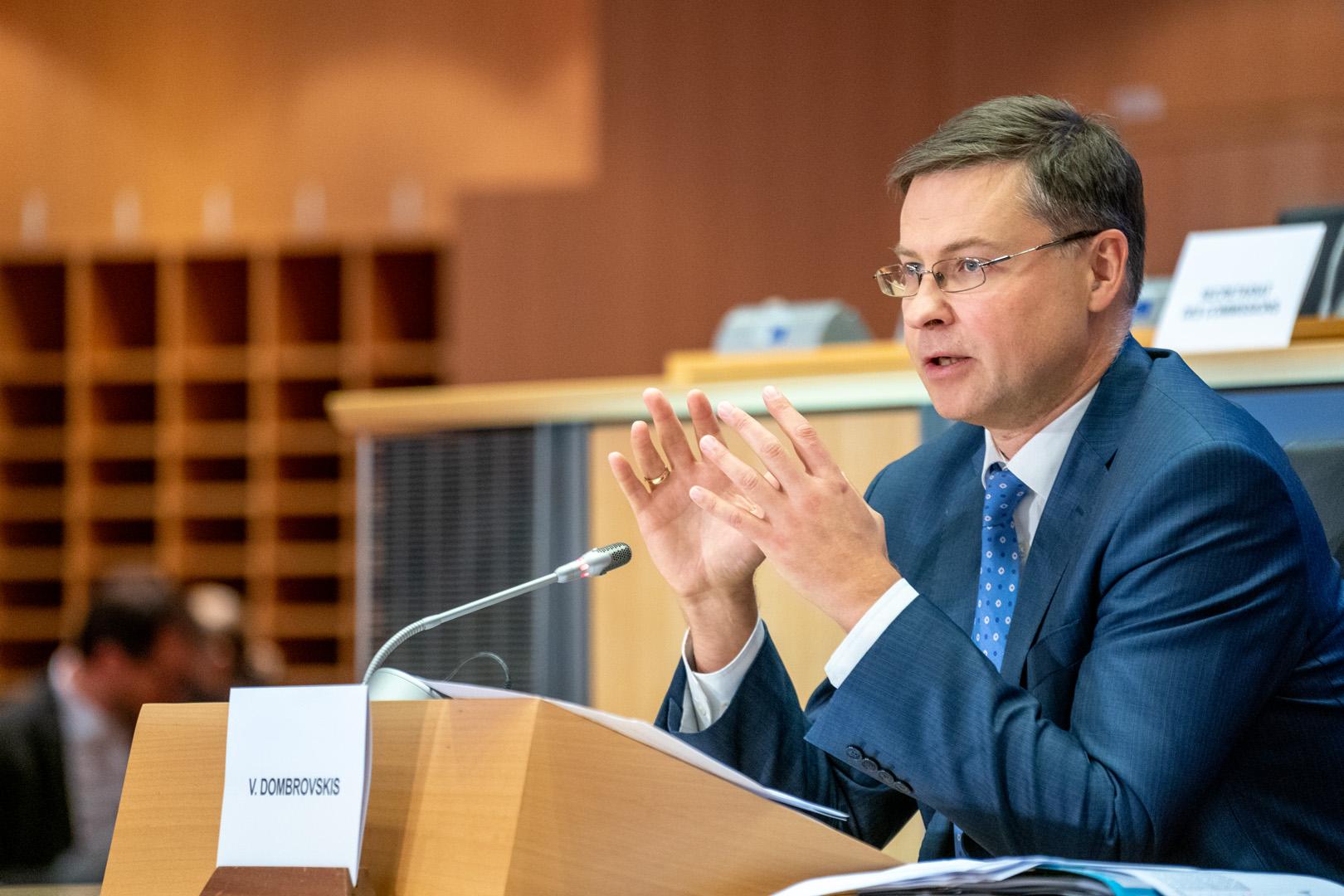 """Dombrovskis: """"es una cuestión de reciprocidad, solidaridad y responsabilidad global"""""""