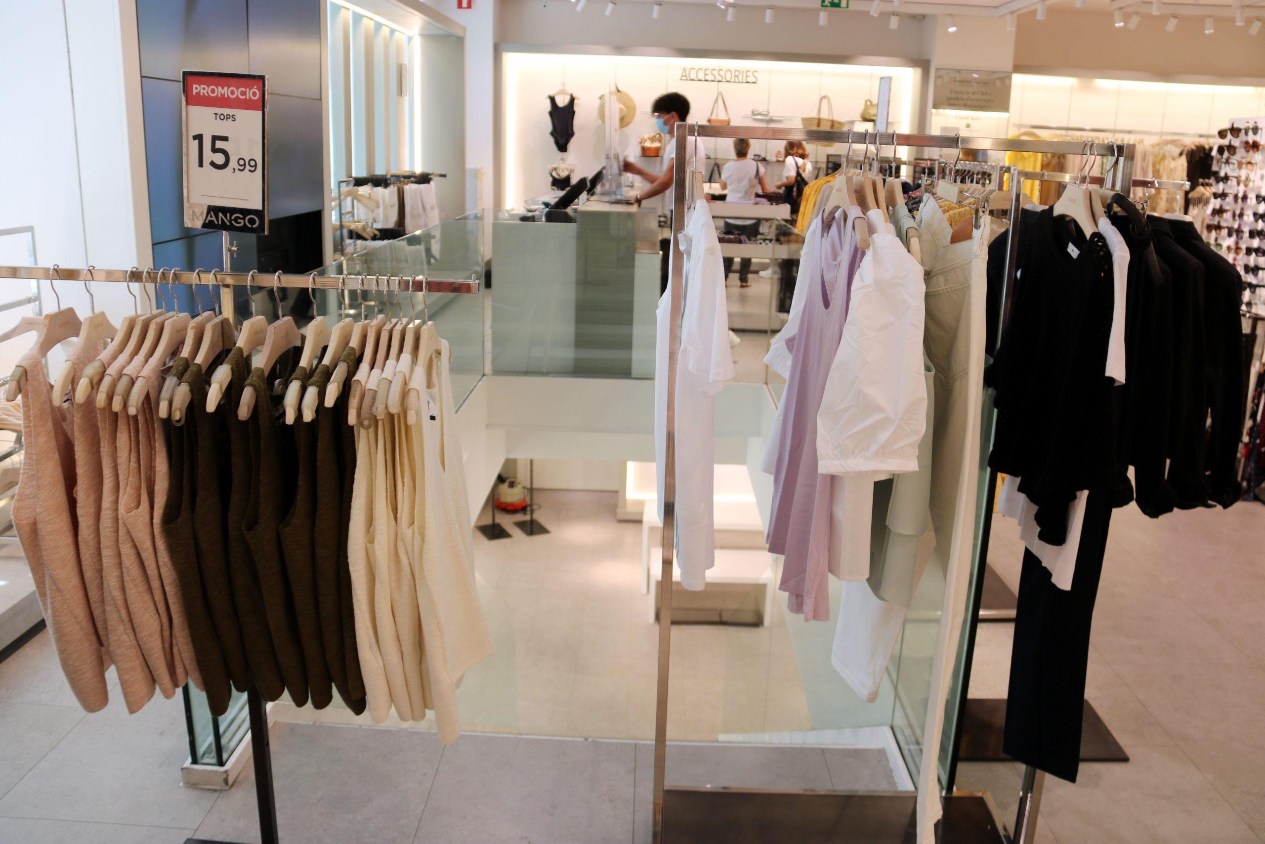 """El alza del """"ecommerce"""" en la moda se dispara en 2020 y se alza un 19,4% en España"""