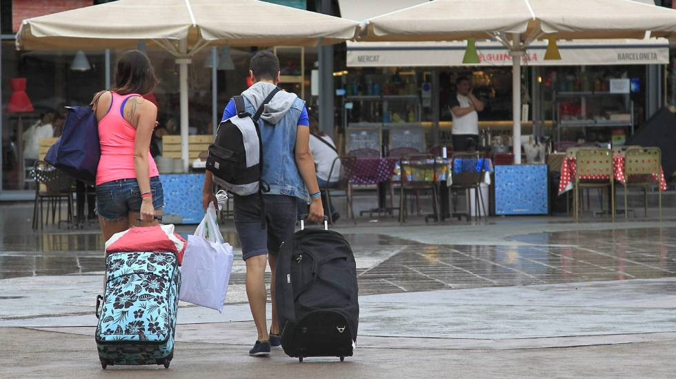 España recibirá durante 2021 más del doble de turistas que en 2020